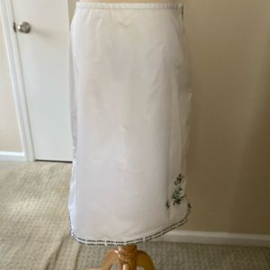 Banana Republic White embroidered skirt